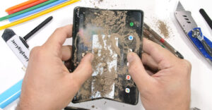 Mire a JerryRig: todo golpeó $ 1800 de teléfono plegable en la prueba de tortura Z Fold3